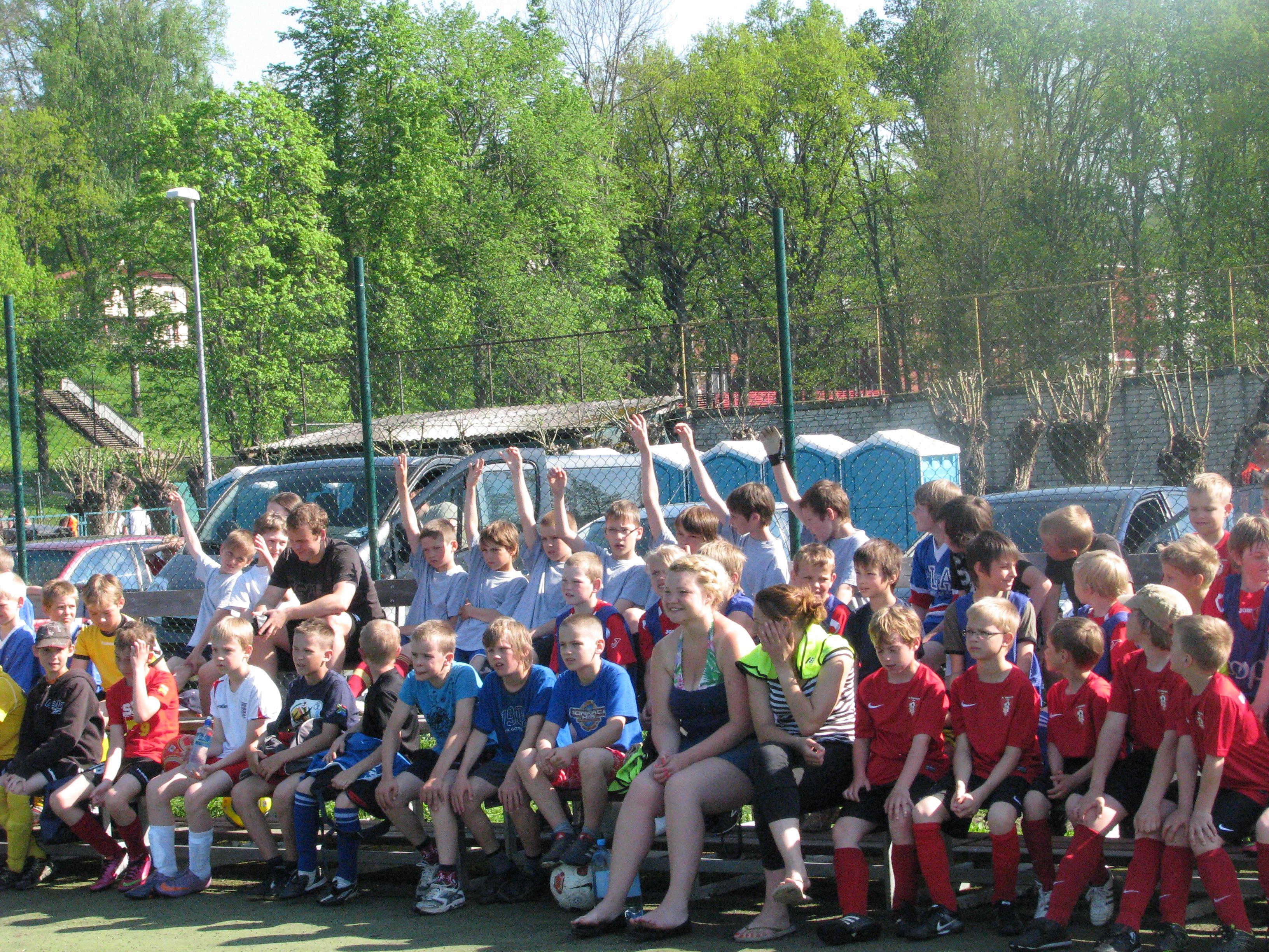 Noored jalgpallurid Sakala mängudel